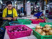 16 JULY 2018 - BANGKOK, THAILAND: The market in Thonburi section of Bangkok, between Siriraj Hospital and the Thonburi train station.      PHOTO BY JACK KURTZ