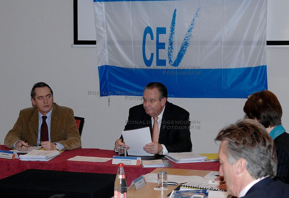 09-12-2006 VOLLEYBAL: CEV OP BEZOEK IN NEDERLAND: ROTTERDAM<br /> De board of Executive Committee CEV waren uitgenodigd door Rotterdam, Rotterdam Topsport en de NeVoBo voor de uitleg van O[peration Restore Confidence / President CEV Andre Meyer en Philip Berben<br /> ©2006-WWW.FOTOHOOGENDOORN.NL