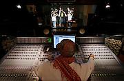 MIlano, Besto Sound Studio, i Gemelli Diversi, alla console THG, Alessandro Merli, in studio da sn Thema, Emanuele Busnaghi, GRIDO, Luca Aleotti, STRANO, Francesco Stranges.