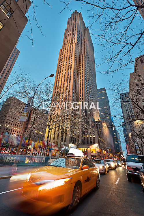 Rockefeller Center at dusk and yellow cab, New-York City, US