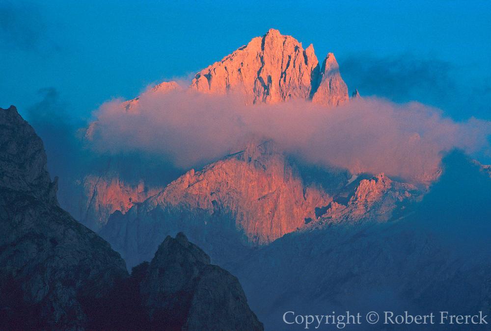 SPAIN, NORTH, ASTURIAS the 'Picos de Europa' near Valdeon