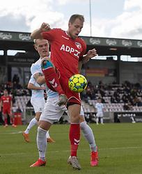 Anders Holvad (FC Fredericia) presses af Philip Rejnhold (FC Helsingør) under kampen i 1. Division mellem FC Fredericia og FC Helsingør den 4. oktober 2020 på Monjasa Park i Fredericia (Foto: Claus Birch).
