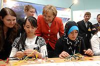 26 APR 2007, BERLIN/GERMANY:<br /> Angela Merkel, CDU, Bundeskanzlerin, und Schuelerinnen aus neunten Klassen Berliner Schulen die anl. des Girls Day das Kanzleramt besuchen, Bundeskanzleramt<br /> IMAGE: 20070426-01-011<br /> KEYWORDS: Girl´s Day, Schülerinnen, Mädchen, Maedchen, Migratinnen, Kopftuch, Migration, junge Tuerkin, Türkin, Integration,