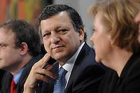 09 JAN 2007, BERLIN/GERMANY:<br /> Dr. Jose Manuel Barroso (L), Praesident der Europaeischen Kommission, und Angela Merkel (R), CDU, Bundeskanzlerin, waehrend einer Pressekonferenz, nach der gemeinsamen Kabinettsitzung des Bundeskabinetts und der Kommission der Europaeischen Kommission, Bundeskanzleramt<br /> IMAGE: 20070109-02-031<br /> KEYWORDS: Dr. José Manuel Barroso