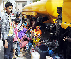 Pakistanis fill their water tanks at a distribution point on the UN World Water Day in eastern Pakistan s Lahore, March 22, 2013.. According to the World Bank, about 70 percent of Pakistan's population does not have the access to safe potable water., March 22, 2013. Photo by Imago / i-Images...UK ONLY.