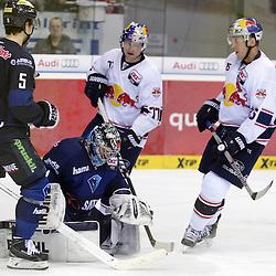 51 Timo Pielmeier (Torwart ERC Ingolstadt) hält gegen EHC Red Bull Muenchen<br /> mit auf dem Bild 5 Fabio Wagner (Spieler ERC Ingolstadt), 15 Jason Jaffray (Spieler EHC Reb Bull Muenchen) und 77 Ulrich Maurer (Spieler EHC Reb Bull Muenchen) beim Spiel in der DEL, ERC Ingolstadt (blau) - EHC Red Bull Muenchen (weiss).<br /> <br /> Foto © PIX-Sportfotos *** Foto ist honorarpflichtig! *** Auf Anfrage in hoeherer Qualitaet/Aufloesung. Belegexemplar erbeten. Veroeffentlichung ausschliesslich fuer journalistisch-publizistische Zwecke. For editorial use only.