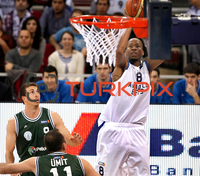 Anadolu Efes's Terence KINSEY (R) during their Turkish Basketball League match Anadolu Efes between Aliaga Petkim at Aliaga Arena in Istanbul, Turkey, Sunday, October 23, 2011. Photo by TURKPIX