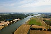 Nederland, Gelderland, gemeente Neder-Betuwe, 08-07-2010; Middelwaard, in het kader van het Programma Ruimte voor de Rivier zijn er plannen om de uiterwaard te vergraven: er komt een nevengeul, door de uiterwaard, naar de kijker toe. Ook wordt de uiterwaard gedeeltelijk verlaagd. Links van de rivier de Neder-Rijn op het tweede plan natuurgebied De Blauwe Kamer..Under the Program 'Room for the River', there are plans to partially excavate the floodplain, including the construction of a flood trench.luchtfoto (toeslag), aerial photo (additional fee required).foto/photo Siebe Swart.