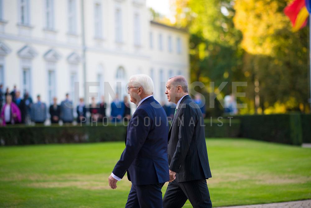 DEU, Deutschland, Germany, Berlin, 28.09.2018: Empfang des Präsidenten der Türkei, Recep Tayyip Erdogan, mit militärischen Ehren durch Bundespräsident Frank-Walter Steinmeier im Schloss Bellevue.