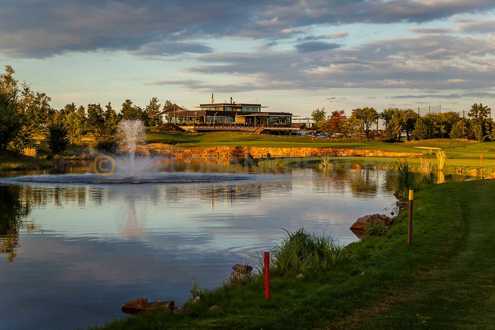 19-09-2015: Albatross Golfresort in Vysoky Ujezd, Tsjechië.<br /> Foto: Clubhuis bij zonsondergang vanaf de achttiende