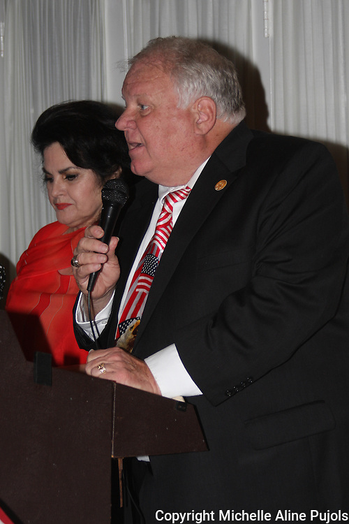 Irvin Magri speaking at a Crimefighters banquet.
