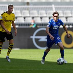 Sebastian Rudy (TSG 1899 Hoffenheim, #16), links Erling Haaland (Borussia Dortmund, #17); 1. Fussball-Bundesliga; Borussia Dortmund - TSG Hoffenheim am 27.06.2020 im Signal-Iduna-Park in Dormund (Nordrhein-Westfalen). <br /> <br /> FOTO: BEAUTIFUL SPORTS/WUNDERL/POOL/PIX-Sportfotos<br /> <br /> DFL REGULATIONS PROHIBIT ANY USE OF PHOTOGRAPHS AS IMAGE SEQUENCES AND/OR QUASI-VIDEO. <br /> <br /> EDITORIAL USE OLNY.<br /> National and<br /> international NewsAgencies OUT.<br /> <br /> <br /> <br /> Foto © PIX-Sportfotos *** Foto ist honorarpflichtig! *** Auf Anfrage in hoeherer Qualitaet/Aufloesung. Belegexemplar erbeten. Veroeffentlichung ausschliesslich fuer journalistisch-publizistische Zwecke. For editorial use only. DFL regulations prohibit any use of photographs as image sequences and/or quasi-video.