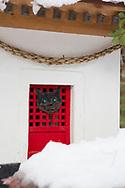 """Katt-templet på Tashirojima. Ön som kallas för """"kattön"""" eftersom här lever hundratals katter tillsammans med ca 50 personer.   <br /> Ishinomaki, Miyagi Prefecture, Japan. <br /> Fotograf: Christina Sjögren<br /> Copyright 2018, All Rights Reserved"""
