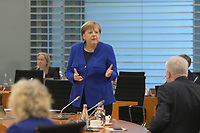 DEU, Deutschland, Germany, Berlin, 13.05.2020: Bundeskanzlerin Dr. Angela Merkel (CDU) im Gespräch mit Bundesinnenminister Horst Seehofer (CSU) vor Beginn der 96. Kabinettsitzung im Bundeskanzleramt. Aufgrund der Coronakrise findet die Sitzung derzeit im Internationalen Konferenzsaal statt, damit genügend Abstand zwischen den Teilnehmern gewahrt werden kann.