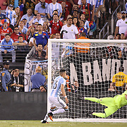 EAST RUTHERFORD, NEW JERSEY - JUNE 26:  Goalkeeper Sergio Romero #1 of Argentina saves a header from Eduardo Vargas #11 of Chile during the Argentina Vs Chile Final match of the Copa America Centenario USA 2016 Tournament at MetLife Stadium on June 26, 2016 in East Rutherford, New Jersey. (Photo by Tim Clayton/Corbis via Getty Images)