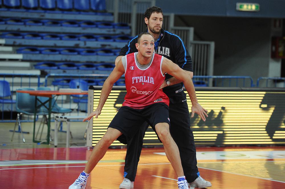 DESCRIZIONE : Pesaro allenamento All star game 2012 <br /> GIOCATORE : Marco Cusin<br /> CATEGORIA : difesa<br /> SQUADRA : Italia<br /> EVENTO : All star game 2012<br /> GARA : allenamento Italia<br /> DATA : 09/03/2012<br /> SPORT : Pallacanestro <br /> AUTORE : Agenzia Ciamillo-Castoria/GiulioCiamillo<br /> Galleria : Campionato di basket 2011-2012<br /> Fotonotizia : Pesaro Campionato di Basket 2011-12 allenamento All star game 2012<br /> Predefinita :