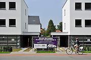 Nederland, Nijmegen, 1-8-2011Bij aankoop van een van deze huizen krijgt de koper een Fiat 500 cadeau. De woningen staan al langdurig te koop.Foto: Flip Franssen/Hollandse Hoogte
