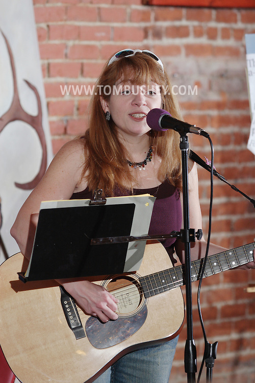 Middletown, NY - Singer and songwriter Elizabeth Bushey performs at the Interactive Museum on Sept. 23, 2007. MR
