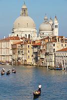 Italie, Venetie, Venise, Gondole sur le Grand Canal // Italy, Veneto, Venise, Gondola on the Canale Grande