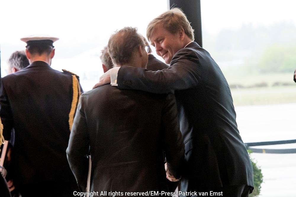 Koning Willem-Alexander opent de tentoonstelling Willem in het Nationaal Militair Museum in Soesterberg.<br /> <br /> King Willem-Alexander opens the exhibition Willem in the National Military Museum in Soesterberg.<br /> <br /> Op de foto/ On the photo:  Jaime de Bourbon de Parme en Koning Willem Alexander