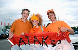 01-06-2006 VOLLEYBAL: EK KWALIFICATIE: NEDERLAND - ZWEDEN: ROTTERDAM<br /> Nederland wint het eerste duel van de EK kwalificatie reeks met 3-0 / Oranje support , publiek<br /> ©2006-WWW.FOTOHOOGENDOORN.NL