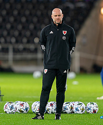 SWANSEA, WALES - Thursday, November 12, 2020: Wales' assistant coach Robert Page, who stands in for manager Ryan Giggs after he was arrested on suspicion of assault, during the pre-match warm-up before an International Friendly match between Wales and the USA at the Liberty Stadium. (Pic by David Rawcliffe/Propaganda)