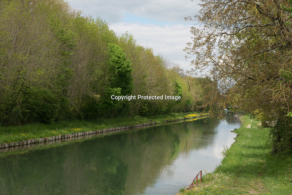 France, Burgundy region. The Burgundy canal near Tonnerre