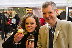 Willie Rennie visits farmers market | Edinburgh | 27 March 2016