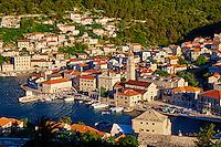 Croatie, Dalmatie, côte dalmate, île de Brac, village de Pucisca // Croatia, Dalmatia, Brac island, Pucisca village