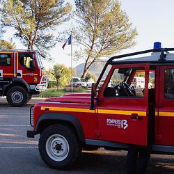 Suivi de l'activité d'un GIFF (Groupe d'Intervention Feu de Forêt) prédisposé par le centre opérations du SDIS 13 à proximité de massifs où le risque de départ de feux est important durant la saison estivale. Un groupe est constitué de 4 CCF et du VLTT du chef de groupe. Août 2021 / Bouches-du-Rhône (13) / FRANCE<br /> Voir toutes les photos de ce reportage (89 photos) https://sandrachenugodefroy.photoshelter.com/gallery/2021-08-GIFF-du-SDIS13-Complet/G0000lDeWrBxRkHY/C0000yuz5WpdBLSQ