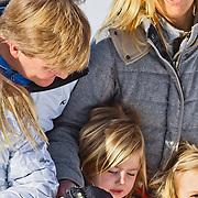 AUD/Lech/20110219 - Fotosessie Nederlandse Koninklijke Familie 2011 op wintersport in Lech, Willem Alexander en partner Maxima, Alexia