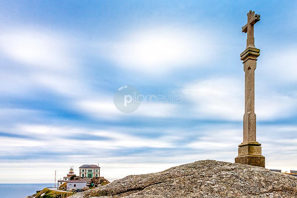 Cruz de fin del camino, faro de Finisterre © / PILAR REVILLA