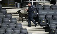 Polizist mit Spuerhund im Signal Iduna Park<br /> politi<br /> Dortmund, 12.04.2017, Fussball, Champions League, Viertelfinale Hinspiel, Borussia Dortmund - AS Monaco<br /> <br /> Norway only