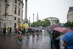 The peloton reaches the Admiralty Arch during the Prudential Ride London Classique - a 66 km road race, starting and finishing in London on July 29, 2017, in London, United Kingdom. (Photo by Balint Hamvas/Velofocus.com)