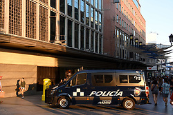 August 17, 2017 - Madird, Madrid, Spain - Police block the entrance of Preciados street, close to Callao square,  in Madrid, after of Barcelona attacks. (Credit Image: © Jorge Sanz/Pacific Press via ZUMA Wire)