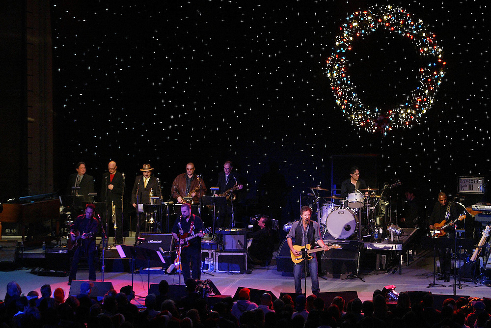 (PMONMOUTH) Asbury Park 12/5/2003  Bruce Springsteen and the Max Weinberg band perform at the Christmas Show.  Michael J. Treola Staff Photographer......MJT