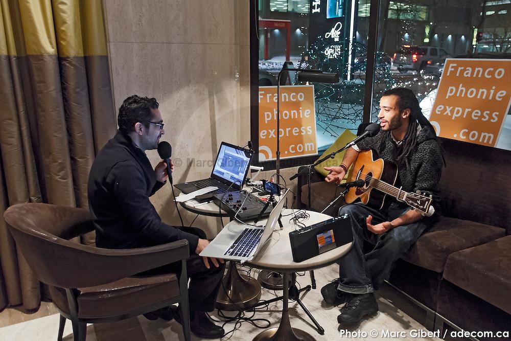 Portrait de Karim Dabo en entrevue avec Louis Moubarak en direct lors de l'émission radiophonique Francophonie Express  à  Bar Alice de l'hôtel Omni / Montreal / Canada / 2015-01-06, Photo © Marc Gibert / adecom.ca