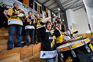 05.03.2011, Wetzikon, Eishockey 1. Liga, Wetzikon - Weinfelden, Fans auf der Tribuene  (Thomas Oswald/hockeypics)