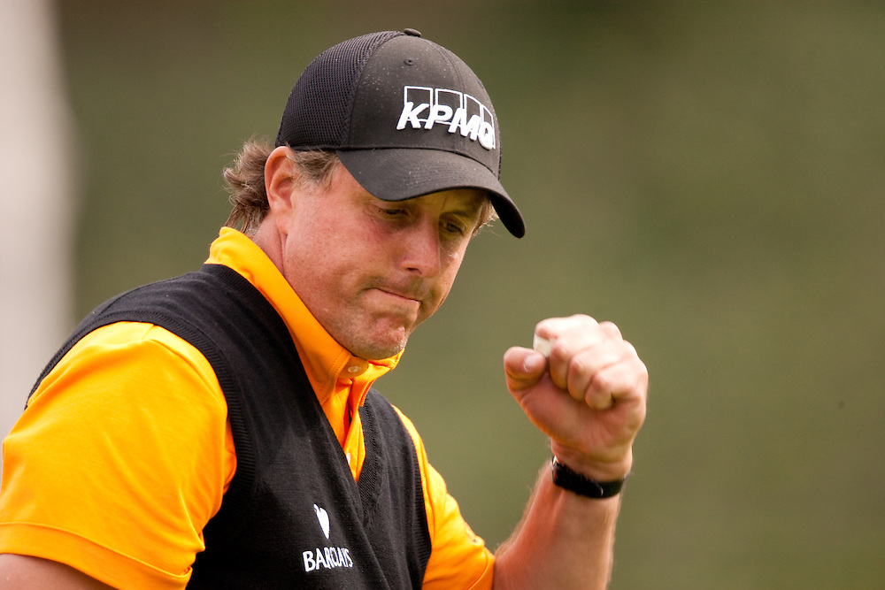 PACIFIC PALISADES, CA - FEBRUARY 21:  Phil Mickelson reacts to his putt during the third round of the 2009 Northern Trust Open at Riviera Country Club in Pacific Palisades, CA, California on Saturday, February 21, 2009. (Photograph by 2009 Darren Carroll)  *** Local Caption *** Phil Mickelson