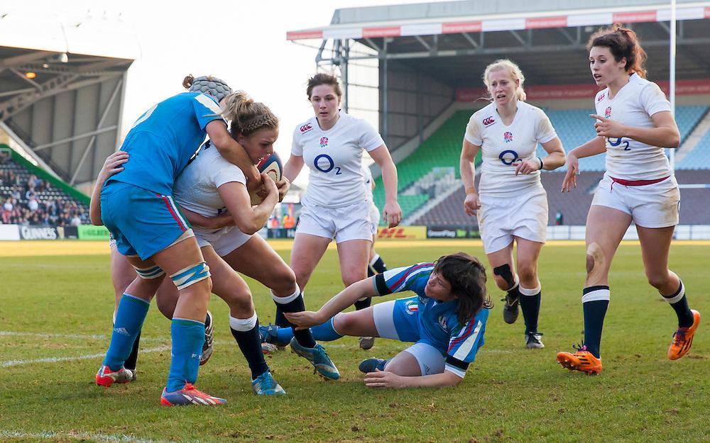 Kay Wilson scores a try, England Women v Italy Women in Women's 6 Nations Match at Twickenham Stoop, Twickenham, England, on 15th February 2015. Final score 39-7.