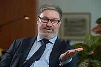 2012, BERLIN/GERMANY:<br /> Lars-Hendrik Roeller, Oekonom, Leiter der Abteilung 4  Wirtschafts- und Finanzpolitik im Bundeskanzleramt, waehrend einem Gespraech, Bundeskanzleramt<br /> IMAGE: 20120322-01-020<br /> KEYWORDS: Lars-Hendrik Röller, Interview