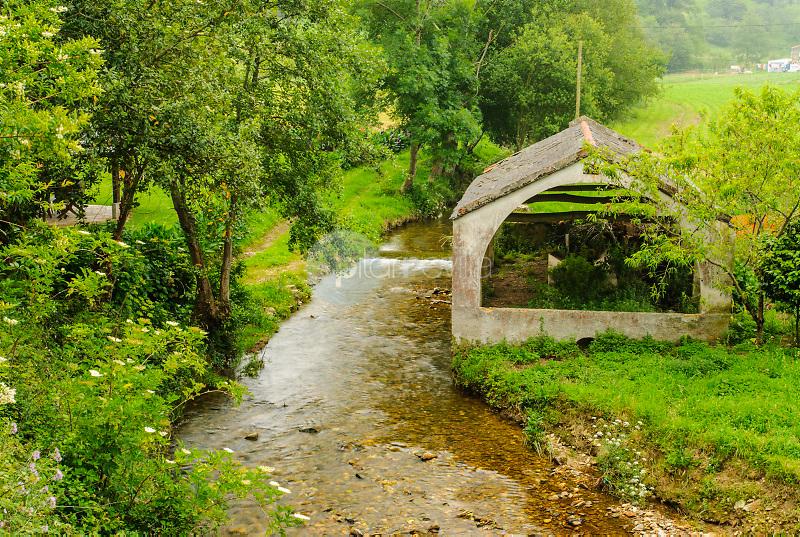 Rio y lavadero.Cerca de Castropol.Asturias ©Antonio Real Hurtado / PILAR REVILLA
