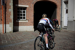 Hannah Barnes and her CANYON//SRAM Racing teammates make their way from sign in at Dwars door Vlaanderen 2017. A 114 km road race on March 22nd 2017, from Tielt to Waregem, Belgium. (Photo by Sean Robinson/Velofocus)