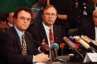 20 JAN 2000, BERLIN/GERMANY:<br /> Hans-Peter Friedrich, MdB, CSU, Stellv. Vorsitzender Parl. Untersuchungsausschuss zur Aufklärung der Parteispendenaffäre, Volker Neumann, MdB, SPD, Vorsitzender, während einer Pressekonferenz zur Sitzung des Ausschusses, DeutscherBundestag, Reichstag<br /> IMAGE: 20000120-02/02-24<br /> KEYWORDS: Ausschuss, Ausschuß