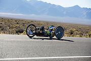 Liz McTernan met de handbike Red Lighting. In Battle Mountain (Nevada) wordt ieder jaar de World Human Powered Speed Challenge gehouden. Tijdens deze wedstrijd wordt geprobeerd zo hard mogelijk te fietsen op pure menskracht. Ze halen snelheden tot 133 km/h. De deelnemers bestaan zowel uit teams van universiteiten als uit hobbyisten. Met de gestroomlijnde fietsen willen ze laten zien wat mogelijk is met menskracht. De speciale ligfietsen kunnen gezien worden als de Formule 1 van het fietsen. De kennis die wordt opgedaan wordt ook gebruikt om duurzaam vervoer verder te ontwikkelen.<br /> <br /> Liz McTernan with the handbike Red Lighting. In Battle Mountain (Nevada) each year the World Human Powered Speed Challenge is held. During this race they try to ride on pure manpower as hard as possible. Speeds up to 133 km/h are reached. The participants consist of both teams from universities and from hobbyists. With the sleek bikes they want to show what is possible with human power. The special recumbent bicycles can be seen as the Formula 1 of the bicycle. The knowledge gained is also used to develop sustainable transport.