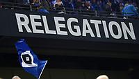 """Fotball<br /> Tyskland<br /> 28.05.2015<br /> Foto: Witters/Digitalsport<br /> NORWAY ONLY<br /> <br /> HSV-Fahne vor Schild """"Relegation""""<br /> Fussball Bundesliga, Relegation Hinspiel, Hamburger SV - Karlsruher SC 1:1"""