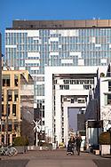 Europa, Deutschland, Koeln, der Rheinauhafen, links das Gebaeude Kontor 19, im Hintergrund die Kranhaeusern von Architekt Hadi Teherani.<br /><br />Europe, Germany, Cologne, the Rheinau harbour, on the left the building Baufeld21 and Kontor 19, in the background the Crane Houses by architect Hadi Teherani.