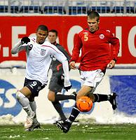 Fotball<br /> 27 mars 2009<br /> Landskamp<br /> Norge U21 - England U21<br /> Joachim Thomassen , Norge<br /> Frazier Campbell , England<br /> Foto: Reidar Talset , Digitalsport
