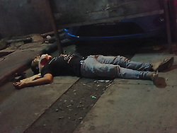 September 25, 2016 - Manila, Philippines - (EDITOR'S NOTE: Image depicts death)Body of a man found dead along C.P. Garcia St. in Tondo, Manila.  Family of the victim confirms that the man uses illegal drugs known as shabu. Vigilante group are suspected behind this brutal drug related killing. (Credit Image: © Sherbien Dacalanio/Pacific Press via ZUMA Wire)