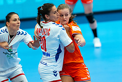 Debbie Bont of Netherlands, Sladana Pop Zic of Serbia in action during the Women's EHF Euro 2020 match between Netherlands and Serbia at Sydbank Arena on december 05, 2020 in Kolding, Denmark (Photo by RHF Agency/Ronald Hoogendoorn)